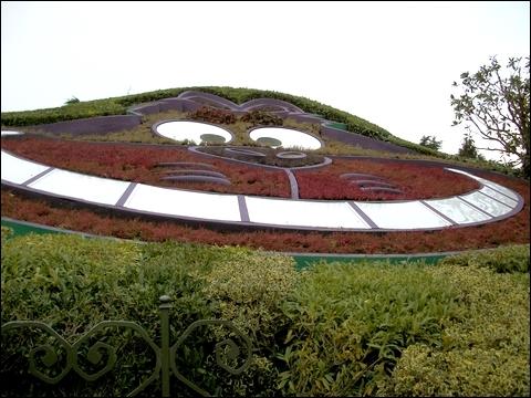http://anadyomene.cowblog.fr/images/DisneyLand/2010095.jpg